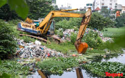 Hà Nội: Cận cảnh tình trạng ô nhiễm nghiêm trọng của hồ Linh Quang tồn tại nhiều năm qua