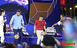 Lá chắn thép Man Utd đối đầu với tiền đạo số 8 huyền thoại Việt Nam