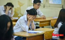 Thí sinh hồi hộp, lo lắng trước khi bước vào môn thi Ngữ Văn