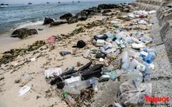 Bờ biển Lý Sơn vẫn ngập rác thải sau nhiều năm nỗ lực xử lý