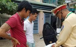 Kiểm tra hai nam thanh niên vi phạm Luật giao thông, Cảnh sát phát hiện điều bất ngờ