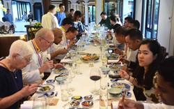 Đầu bếp thế giới thưởng thức và cảm nhận ẩm thực miền Trung