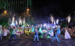 Màn múa lửa trong đêm 30/6 khiến khán giả Lễ hội carnival đường phố – DIFF 2019 vô cùng thích thú