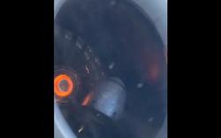 Hành khách run sợ khi động cơ máy bay tóe lửa, khói tràn vào cabin