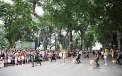 Phấn khích với carnival phố đi bộ sôi động chưa từng thấy
