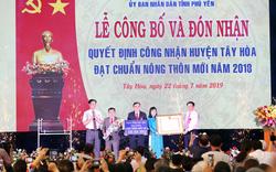 Phó Thủ tướng Vương Đình Huệ trao Quyết định nông thôn mới cho huyện Tây Hoà