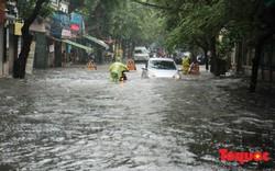 Hà Nội mưa lớn,