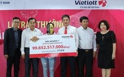 Gia đình 16 người đến Vietlott lĩnh 99 tỷ đồng