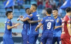 Cận cảnh tình huống thổi penalty gây tranh cãi trong trận CLB Quảng Nam gặp CLB TP. HCM