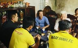 Ca sĩ Tuấn Hưng đá bóng góp quỹ sửa nhà cho bố mẹ nữ cổ động viên tử nạn