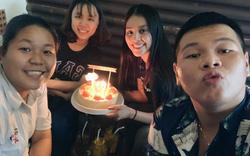 Hoa hậu Tiểu Vy đón sinh nhật tuổi 19 ở  quán ăn lề đường