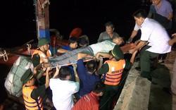 Quảng Bình: Kịp thời cứu ngư dân gặp nạn trên đường tránh bão số 4