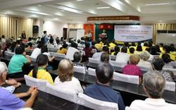Sun Life trao tặng thẻ bảo hiểm y tế và quà tặng cho nhiều hộ gia đình tại TP.Hồ Chí Minh