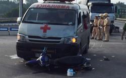 Xe cứu thương va chạm xe máy, hai người nguy kịch