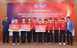 Vinamilk trao giải thưởng chúc mừng Đội tuyển bóng đá nữ quốc gia vô địch Đông Nam Á