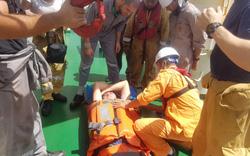 Cứu nạn thuyền viên người nước ngoài trên khu vực vùng biển Hoàng Sa của Việt Nam