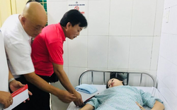 Lãnh đạo VPF túc trực tại bệnh viện hỗ trợ các nạn nhân trong vụ pháo sáng tại sân Hàng Đẫy