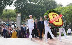 Đại biểu dự Đại hội đại biểu toàn quốc MTTQ Việt Nam viếng Chủ tịch Hồ Chí Minh