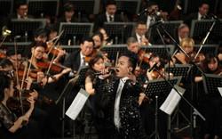 Tùng Dương khiến khán giả phấn khích khi hát rock với dàn nhạc giao hưởng