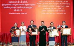 Trao Huân chương Độc lập hạng Nhất cho các tập thể, cá nhân Quốc hội Lào