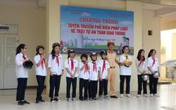 Học sinh Hà Nội hào hứng tìm hiểu về an toàn giao thông,