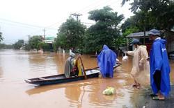Quảng Trị: Hàng trăm hộ dân ngập trong lũ, nhiều trường học có thể hoãn khai giảng