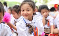 Hình ảnh ngộ nghĩnh đáng yêu của học sinh tiểu học trong ngày khai giảng năm học mới 2019-2020