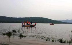 Hà Tĩnh: Lật thuyền khi đi đánh cá,  2 người bị lũ cuốn tử vong
