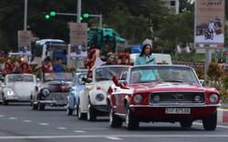 Hoa hậu Trần Tiểu Vy tham gia diễu hành xe cổ ở Hội An