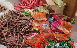 Thu giữ hơn 7.000 sản phẩm thực phẩm trà sữa, mì tôm, xúc xích... do Trung Quốc sản xuất