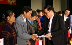Phó Thủ tướng Vương Đình Huệ trao quà Tết cho gia đình chính sách, hộ nghèo... tỉnh Vĩnh Phúc