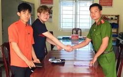 Công an tìm lại tài sản bị bỏ quên cho du khách người Hàn Quốc
