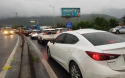 Sau Tết, ô tô kẹt cứng kéo dài nhiều km trên Quốc lộ 1, phía bắc hầm Hải Vân