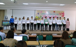 """""""Xuân sẻ chia"""" mang 238 vé xe Tết đến sinh viên khó khăn 16 tỉnh miền Trung"""