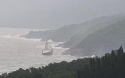 Phát hiện tàu lạ trôi dạt vào vùng biển Thừa Thiên Huế