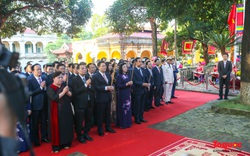 Lãnh đạo Hà Nội dâng hương tưởng niệm các vị liệt tổ, liệt tông, Chủ tịch Hồ Chí Minh và các Anh hùng liệt sĩ