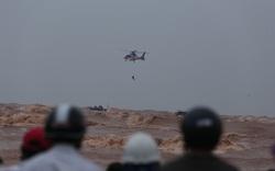 Trực thăng phối hợp đặc công nước cứu thành công 8 người gặp nạn trên tàu Vietship 01