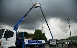Huy động lực lượng khắc phục lưới điện sau bão số 6 và mưa lũ ở miền Trung