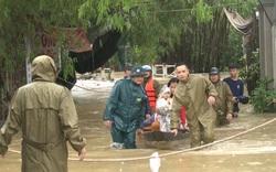Mưa lớn kéo dài, Huế di dời người dân ra khỏi vùng ngập lụt