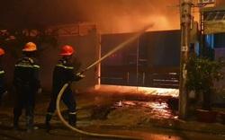Khói, lửa bao trùm nhà xưởng sản xuất nến