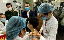 Khi nào thì người đầu tiên tiêm vắc xin COVID-19