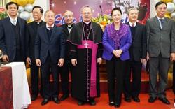 Chủ tịch Quốc hội thăm và chúc mừng Giáng sinh tại Tòa Tổng Giám mục Huế