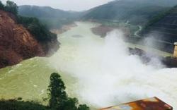 5.000m3 đất đá sạt lở gần chân đập thủy điện Hương Điền