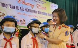PTI trao tặng mũ bảo hiểm chất lượng cho học sinh