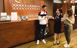 Nhiều khách sạn ở Huế đồng loạt phát khẩu trang, nước sát khuẩn cho du khách