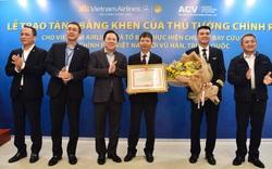 Tổ bay Vietnam Airlines thực hiện chuyến bay tới Vũ Hán nhận bằng khen của Thủ tướng