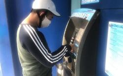 Hà Nội: Cây ATM thờ ơ phòng dịch, khách lo nhiễm Covid-19