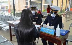 Bắt buộc phải khai báo y tế khi nhập cảnh từ Hàn Quốc vào Việt Nam, Hà Nội kiểm soát thân nhiệt khách quốc tế tại khu vui chơi, du lịch