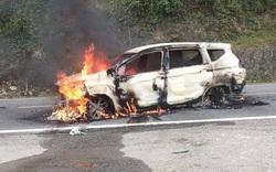 Ô tô 7 chỗ phát nổ rồi bốc cháy khiến hai người thiệt mạng