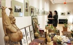 Triển lãm ảnh và góc trưng bày văn hóa Việt Nam tại Hungary